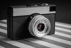 Klasycznego rocznika fotografii stara kamera na starych drewnianych deskach fotografia royalty free