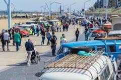 Klasyczni VW pojazdy przy Scheveningen plażowym samochodowym przedstawieniem Obrazy Stock