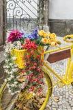 Klasyczny Żółty bicykl Zdjęcia Royalty Free