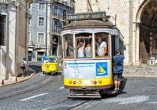 Klasyczny żółty tramwaj Lisbon, Portugalia Obrazy Royalty Free
