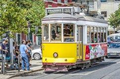 Klasyczny żółty tramwaj Lisbon, Portugalia Fotografia Stock
