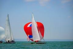 Klasyczny żeglowanie łodzi ścigać się przy regatta przy jeziornym constance Obrazy Royalty Free