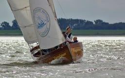 Klasyczny żeglowanie jacht na rzecznym Weser Bremerhaven Niemcy, Wrzesień - 8th, 2012 - Obraz Stock