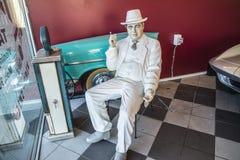 Klasyczny Amerykański samochód, mężczyzna dymi cygaro Obrazy Royalty Free