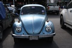 Klasyczny, błękitny Volkswagen Beetle samochód, zdjęcia stock