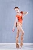 Klasyczny balet w występie szczupła balerina Obrazy Stock