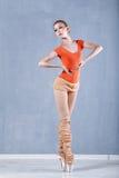 Klasyczny balet w występie szczupła balerina Na tiptoe Obrazy Royalty Free