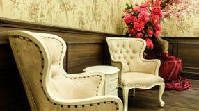 Klasyczny Chiński rocznika stylu krzesła i stołu Meblarski Ustawiający w Żywym pokoju Zdjęcia Stock