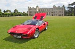 Klasyczny czerwony Ferrari w rocznika samochodowym przedstawieniu Zdjęcia Royalty Free