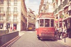 Klasyczny czerwony tramwaj Lisbon, Portugalia Zdjęcia Stock
