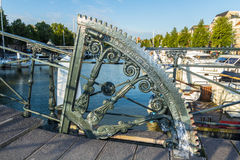 Klasyczny Holenderski kanałowy drawbridge mechanizm Obrazy Royalty Free
