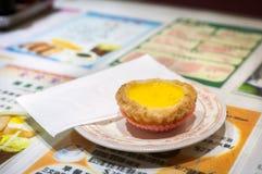Klasyczny jajeczny custard tarta słuzyć w Hong Kong kawiarni Obrazy Royalty Free