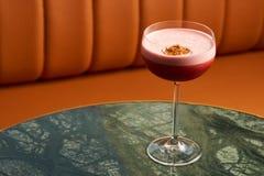 Klasyczny Katana koktajl na stole, zakończenie zdjęcia stock