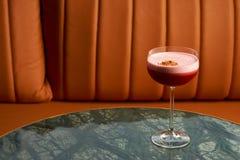 Klasyczny Katana koktajl na stole, zakończenie zdjęcie stock