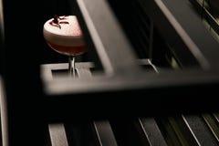 Klasyczny Katana koktajl na stole, zakończenie obraz royalty free