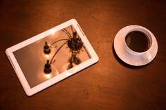Klasyczny kawy i pastylki pecet zdjęcie stock