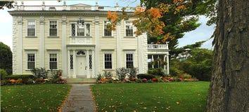 klasyczny kolonialny dom Zdjęcie Royalty Free