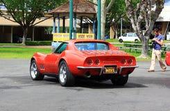 Klasyczny korweta samochód przy dobrego faceta Samochodowym przedstawieniem Obraz Royalty Free