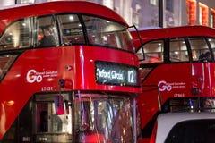 Klasyczny Londyński czerwony autobus w Bożenarodzeniowym czasie, Londyn Obrazy Stock