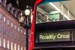 Klasyczny Londyński czerwony autobus w Bożenarodzeniowym czasie, Londyn Zdjęcie Royalty Free
