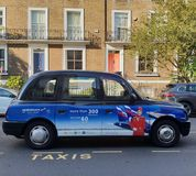 Klasyczny Londyński taxi z Aeroflot reklamą obrazy royalty free