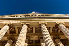 Klasyczny marmurowy filaru szczegół na fasadzie budynek obraz royalty free