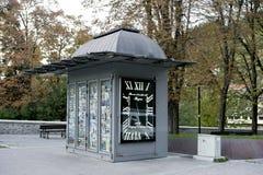 Klasyczny metalu kiosk dla prasowej sprzedaży fotografia stock