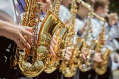 Klasyczny Mosiężny zespół bawić się musical w ogródzie zdjęcia stock