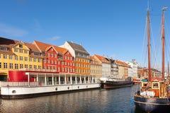 Klasyczny ranku widok Nyhavn w Kopenhaga Zdjęcia Stock