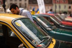 Klasyczny retro samochodowy spotkanie obraz royalty free
