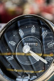 Klasyczny samochód - deska rozdzielcza zegar Obrazy Stock