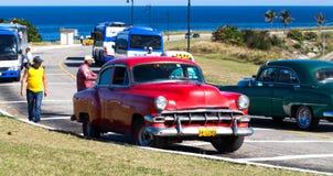 Klasyczny samochodowy taxi blisko fortecą w Havana Obraz Stock