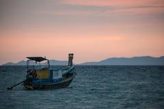 Klasyczny Tajlandia zmierzchu widok z długiego ogonu łodziami Fotografia Royalty Free