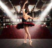 Klasyczny tancerz przy teatrem fotografia stock