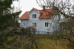 Klasyczny tradycyjny dom w Scandinavia wsi obrazy stock
