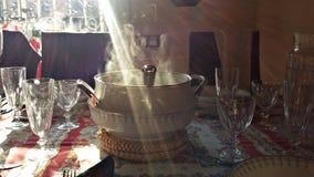 Klasyczny tureen i cutlery na stole obrazy royalty free