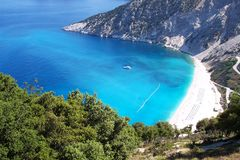 Klasyczny widok Myrtos zatoka na Kefalonia lub plaża, Grecja zdjęcia stock