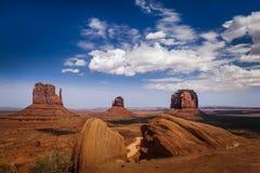 Klasyczny widok Pomnikowa dolina i amerykanin Zachodni. Obrazy Royalty Free