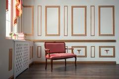 Klasyczny wnętrze z barocco leżanką Zdjęcie Stock