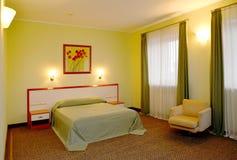 Klasyczny wnętrze sypialnia w zielonych brzmieniach Zdjęcie Stock