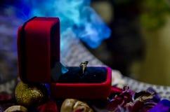 Klasyczny złoty pierścionek zdjęcia royalty free