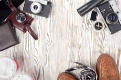 Klasyków mężczyzna ` s butów smartphone zegarka krawata kiesy stylowa kamera Obrazy Royalty Free
