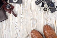 Klasyków mężczyzna ` s butów smartphone zegarka krawata kiesy stylowa kamera Fotografia Stock