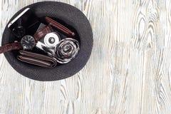 Klasyków mężczyzna ` s butów smartphone zegarka krawata kiesy stylowa kamera Obraz Stock