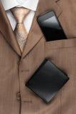 Klasyków mężczyzna stylowa moda, krawat, koszula, telefon zdjęcia stock