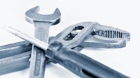 Klasyków narzędzia dla rutynowych napraw pojedynczy białe tło Obrazy Stock
