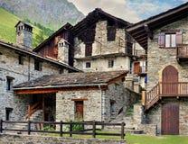 Klasyk alpien architekturę w Rhemes Notre Damae wiosce Zdjęcie Stock