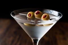 Klasyk Suchy Martini z oliwkami obraz stock