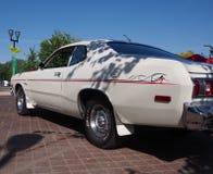 Klasyk Wznawiająca 1970s Dodge Biała strzałka obrazy stock
