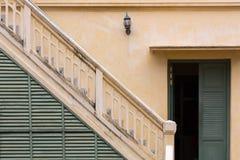 Klasyka styl retro schody i drzwi Obrazy Royalty Free